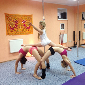 kids on the  pole